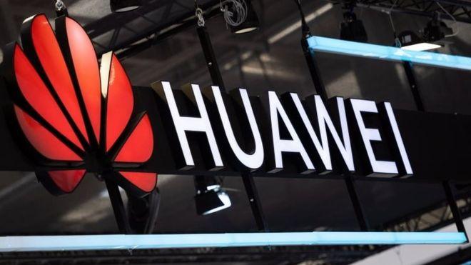 Huawei добавила рекламу Booking.com на экран блокировки некоторых смартфонов